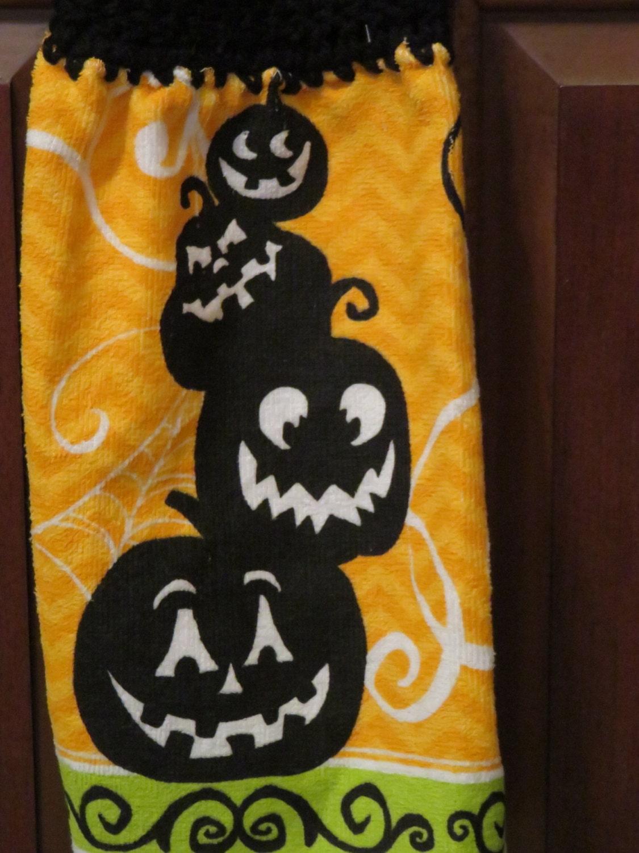 Pumpkin,Stack,Halloween,Towel,Crocheted,Top,Kitchen,Housewares,towel,kitchen_towel,kitchen_linen,for_your_home,crocheted_top_towel,crocheted_topper,tablelinen,table_linen,country_linen,country_towels,pumpkin_stack_towel,pumkin_towel,halloween_towel,terry cloth,yarn,button