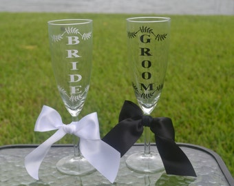 Bride and Groom Matching Champagne Flutes, Wedding Champagne Glasses, Wedding Gift, Bridal Shower Gift, Engagement Gift, Champagne Toast