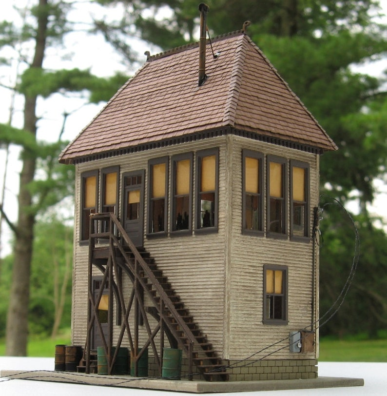 HO-scale Wide Vision Interlocking Tower Kit image 0