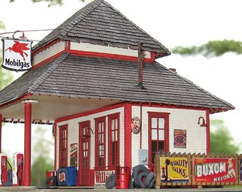 HO-scale Mobil Gas Station Kit