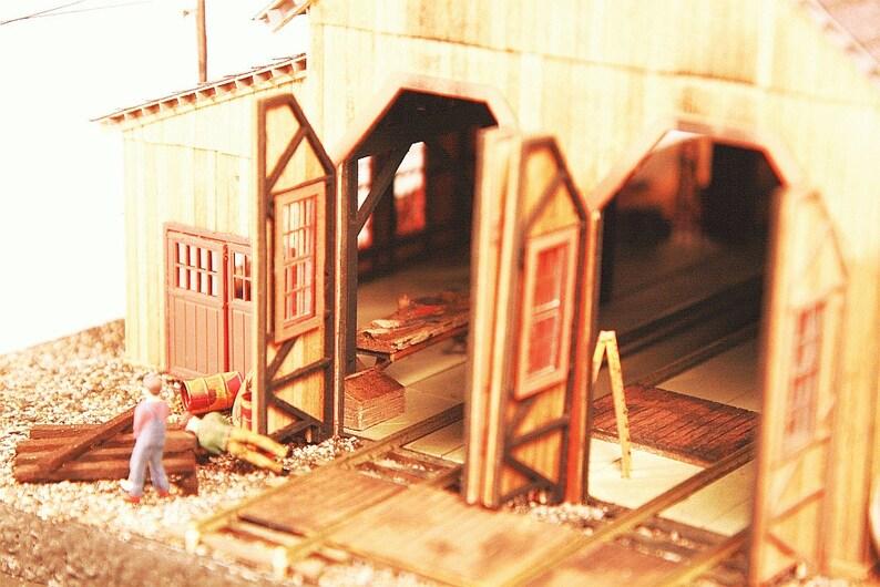 HO-scale Pine Creek Two Stall Wood Engine House Kit image 0