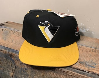 786e7cb65a1 Vintage Pittsburgh Penguins hat   deadstock new old stock NOS    two tone  NHL hockey hat    the G cap    90s rare hat