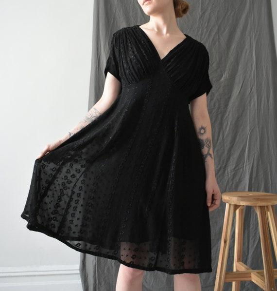 size S  M semi-sheer chiffon vintage 1940s black dress knee length v-neck dress