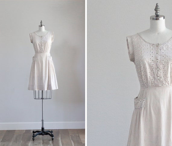 Tan Gingham Vintage Dress with Pockets . 1940s Cot