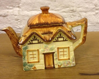 Vintage Paramount Pottery Cottage Ware Teapot - Lovely design in good condition