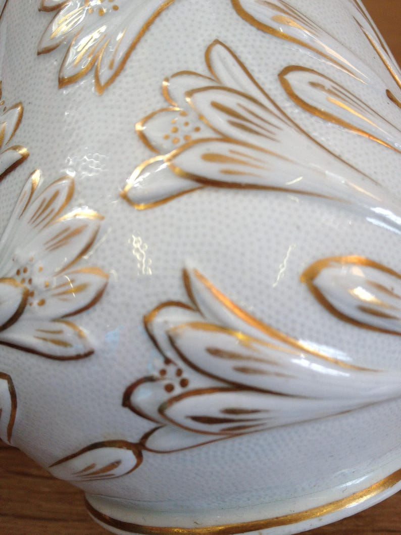 Vintage 1960/'s Unnamed White and Gold Leaf and Flower Pattern Milk  Cream Jug in Good Condition