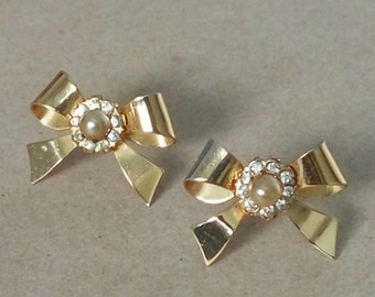 e9eefaefe Vintage Coro Screw back Earrings - Gold tone Bow with Faux Pearl and Clear  Rhinestones