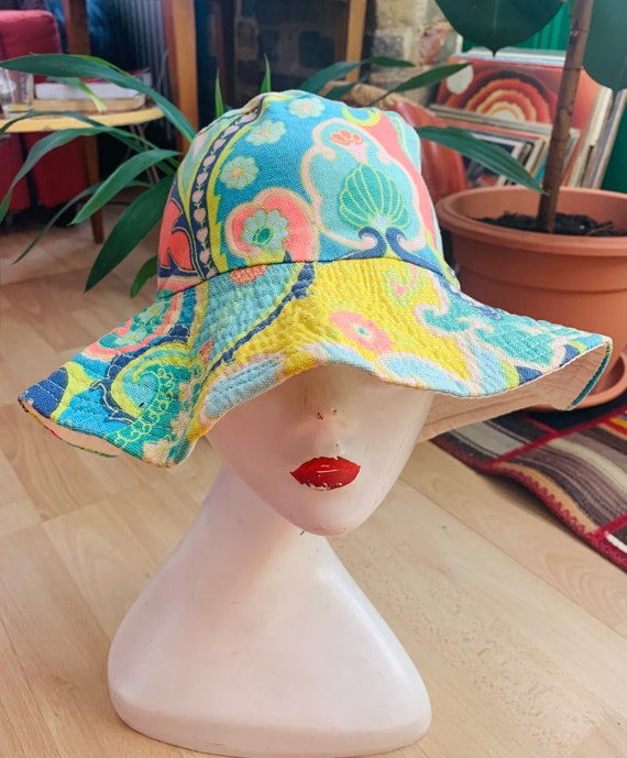 RESERVED RARE 60s Psychedelic Print Bucket Hat - image 1