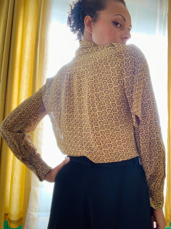 1970s Crepe Mustard Yellow Bow Blouse - image 9