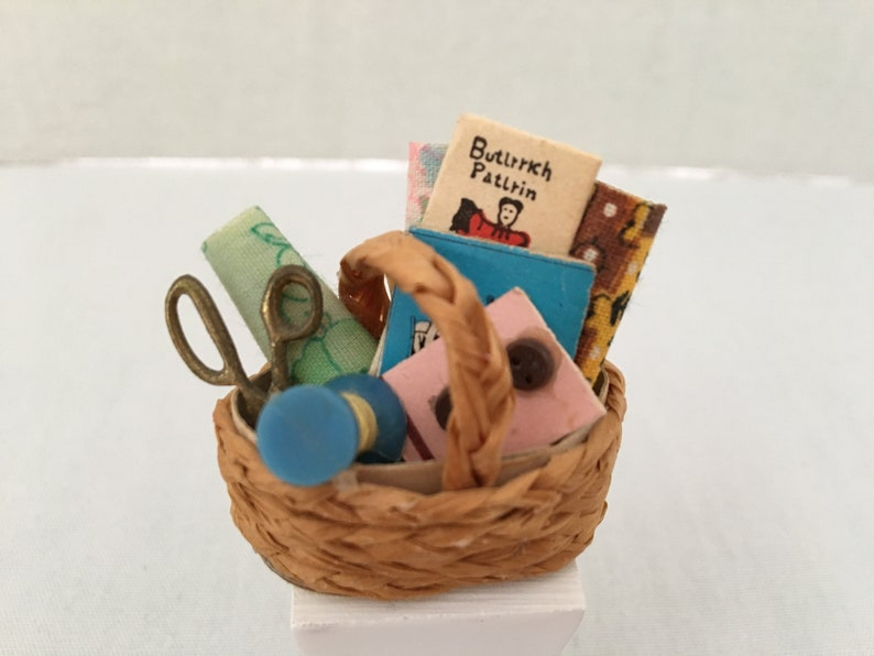 Dollhouse Miniatures Handcrafted Sewing basket filled w//scisors,buttons /& thread