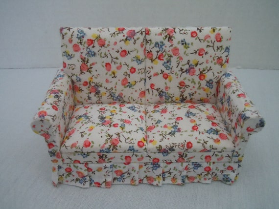 BESPAQ  FLORAL PRINT LOVE SEAT DOLLHOUSE FURNITURE MINIATURES