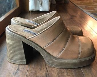 24c38fb91af Vintage Steve Madden Chunky Platform Shoes 8.5 Camel