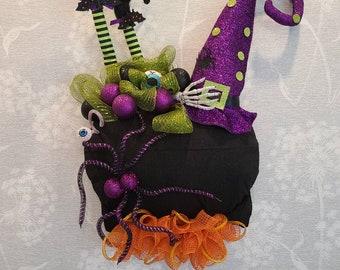 Witch cauldron wreath, hocus pocus, Halloween wreath, Halloween decor, witch brew