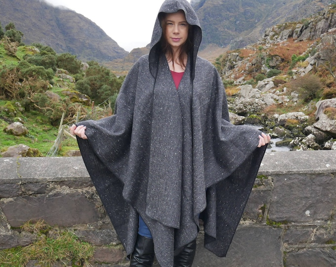 Irish tweed wool ruana, wrap, arisaid - HOODED - black/ charcoal/ grey herringbone - Handmade in Ireland