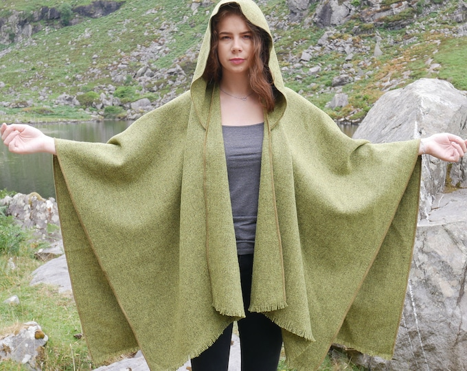 Irish tweed wool hooded ruana, wrap, arisaid - green / grey - ready for shipping - HANDMADE IN IRELAND