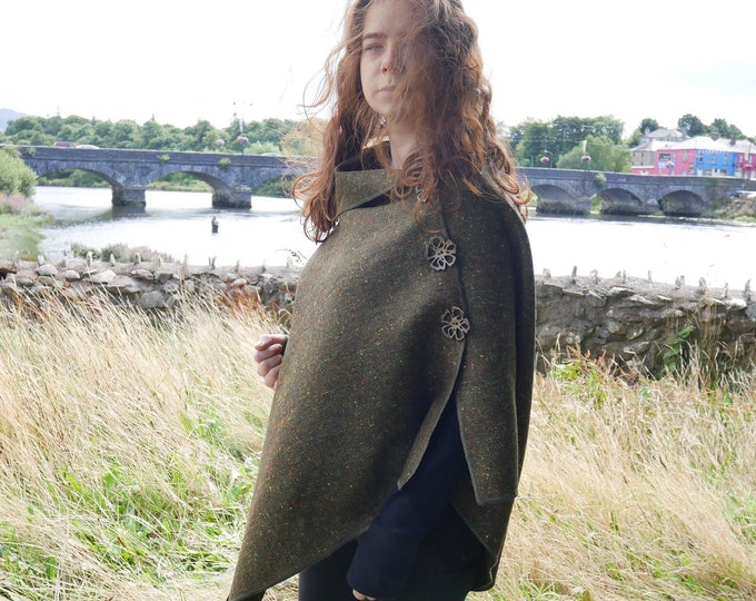 Versatile 3in1-Irish tweed wool poncho, cape & shawl - speckled green / melange - 100% wool - ready for shipping - HANDMADE IN IRELAND