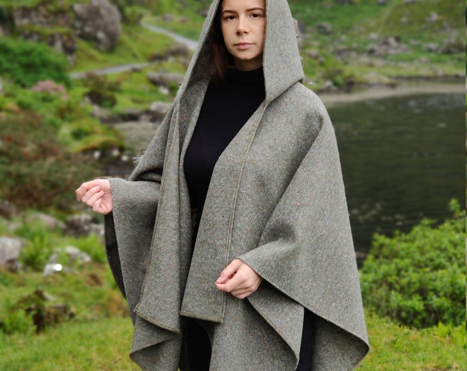 Irish tweed wool hooded ruana, wrap, arisaid - speckled /with fleck grey/green - HEAVY TWEED - Handmade in Ireland