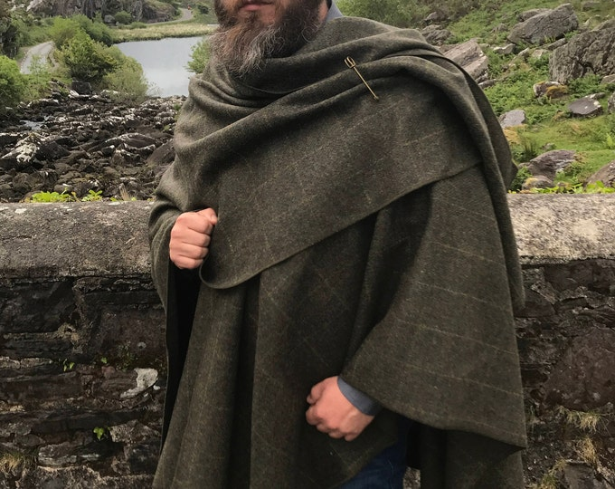 Irish Donegal tweed wool ruana, cape, wrap, arisaid - forest green with yellow overcheck - 100% Pure New Wool -  HANDMADE IN IRELAND