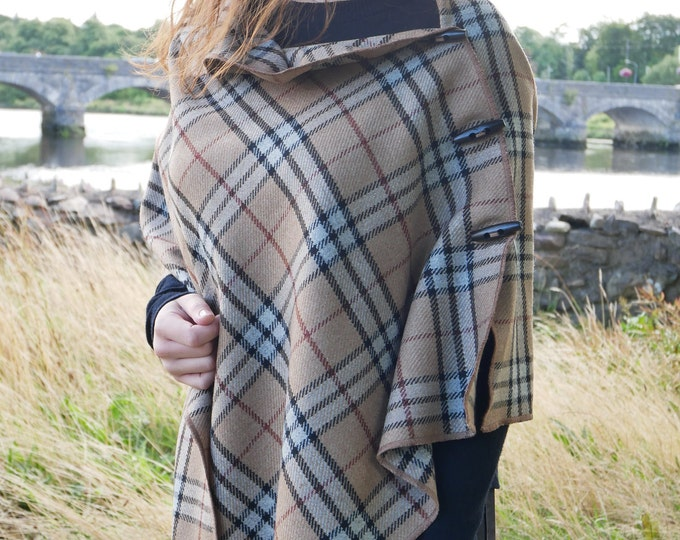 Versatile 3in1 - Irish lambswool poncho, cape & shawl - beige/white/black tartan - plaid check - ready for shipping - HANDMADE IN IRELAND