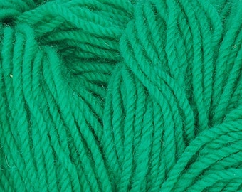Authentic Aran Knitting Wool - Kelly green - 200g/365yards - 100% pure new wool - MADE IN IRELAND