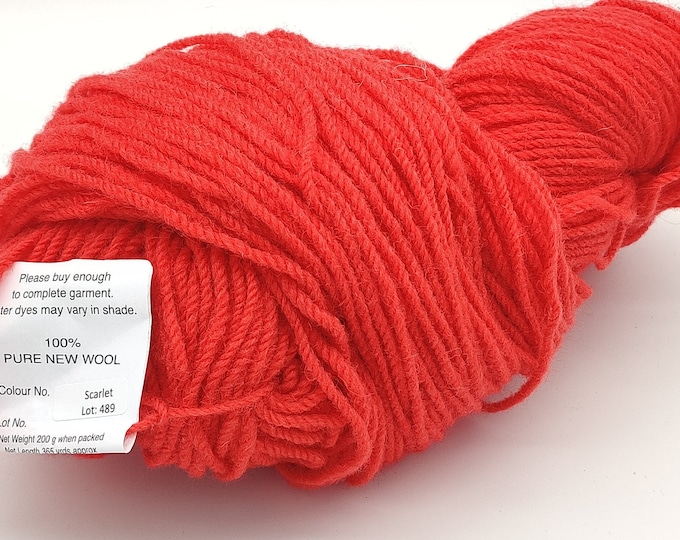 365yards/333m of Authentic Aran Knitting Wool - scarlet red - 200g/75oz - 100% pure new wool - MADE IN IRELAND