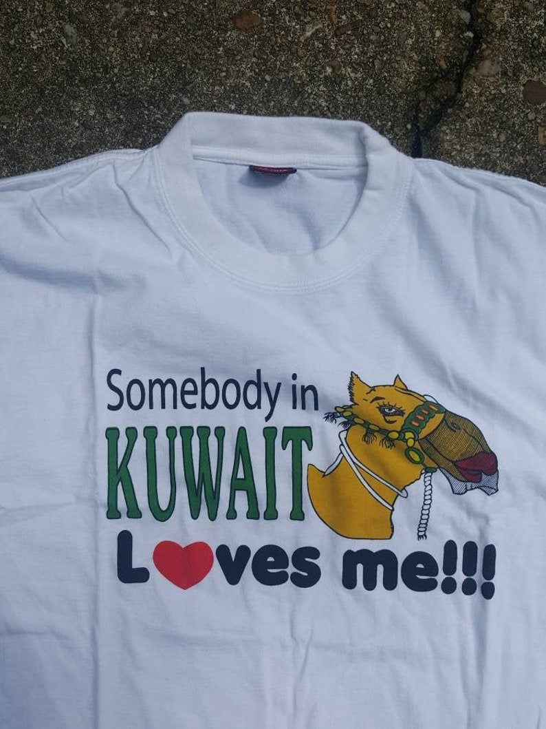 Vintage Somebody in Kuwait loves me shirt Made in India  size image 0