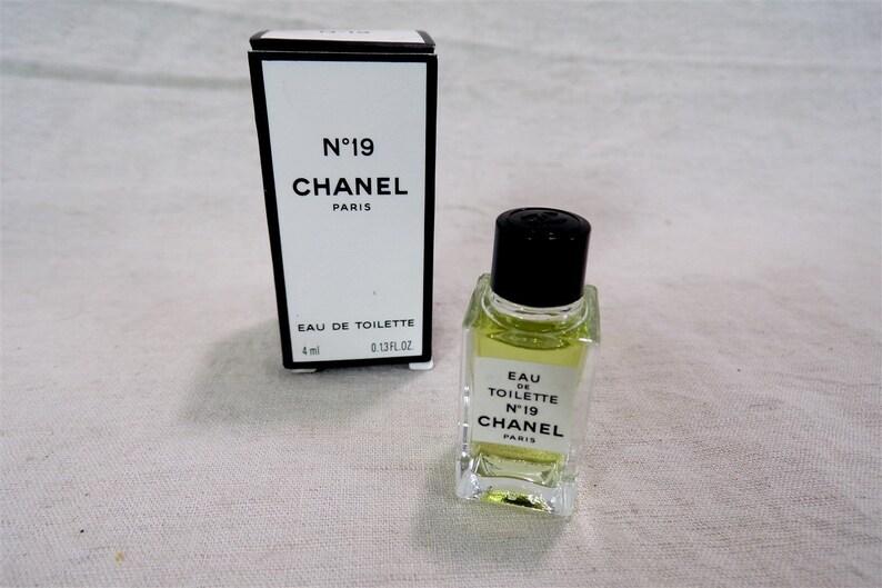 Miniature De Parfum Numéro 19 Chanel Paris Boite Dorigine Etsy