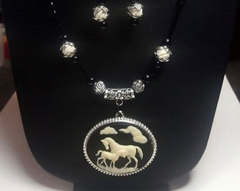 CLC569 ~ Mare and Foal Cameo W/ Black Onyx and Cream Carved Bone