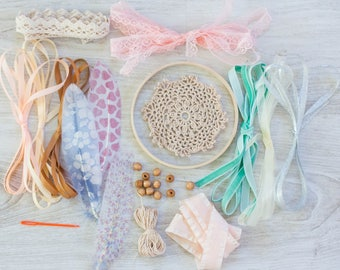 DIY dreamcatcher kit Craft kit do it yourself Dream Catcher Mint Peach Bridesmades Party Birthday party Low Cost Christmas Gift