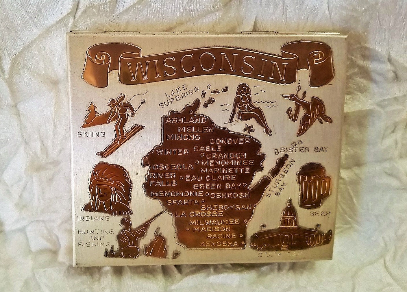 Vintage Souvenir Powder Compact Wisconsin Map Gold On Silver - Vintage milwaukee map