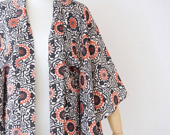 Black elegant kimono, floral silk kimono, kimono jacket, traditional kimono, Japanese silk haori, vintage haori /4755