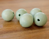 W21G, Dyed green wood balls, wood balls, wood beads, fashion jewelry, dyed balls, jewelry supplier, jewelry making, findings