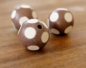 Dyed brown 25mm wood balls, wood balls, wood beads, fashion jewelry, dyed balls, jewelry supplier, jewelry making, findings, W19BW