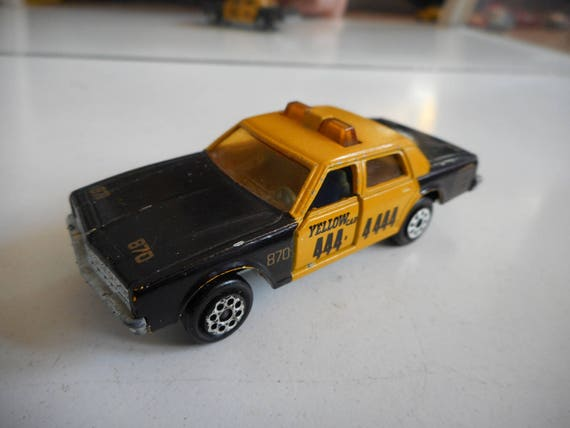 majorette chevrolet impala taxi in black yellow. Black Bedroom Furniture Sets. Home Design Ideas