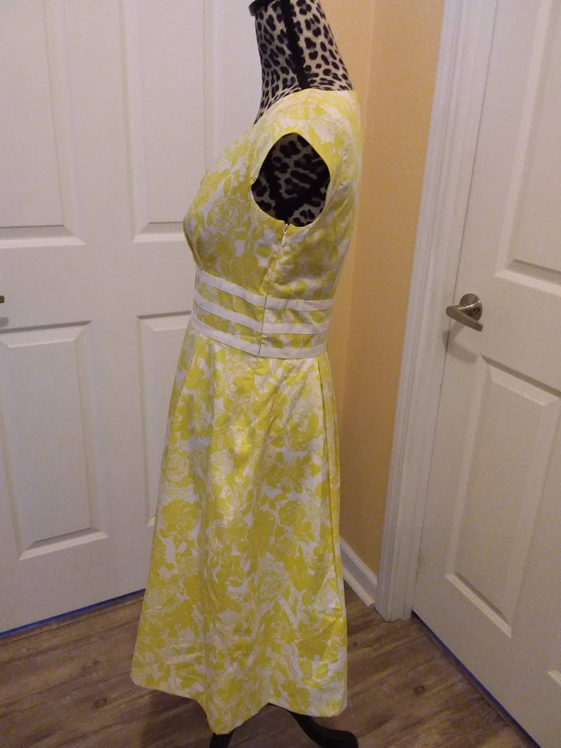 Adorable never used Vintage  Liz Claiborne Dress Size 6 in Yellow and White Flower Print.