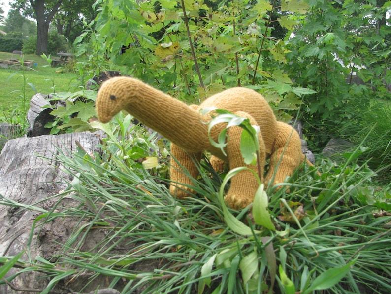 Apatosaurus Knitting Pattern image 0
