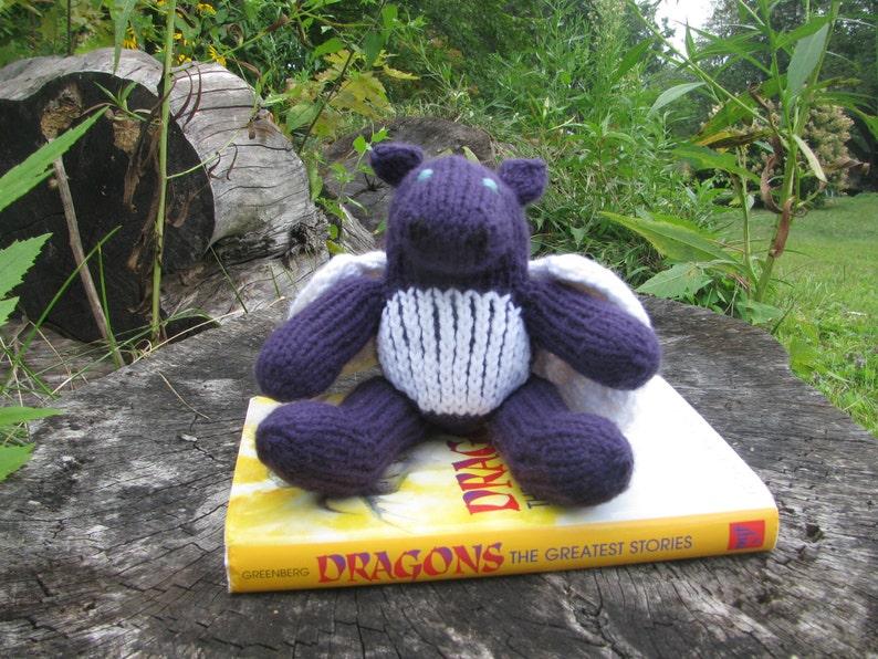 Small Sitting Dragon Knitting Pattern image 0