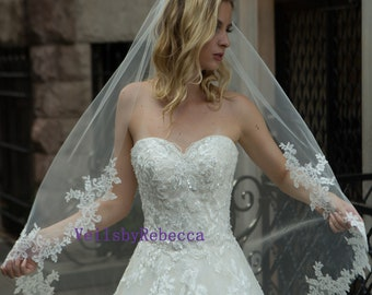 Lace Fingertip wedding veil,Short Wedding Veil, Floral lace Fingertip Wedding Veil, Elbow/Waist/Wrist/Waltz/Chapel/Cathedral Wedding Veil