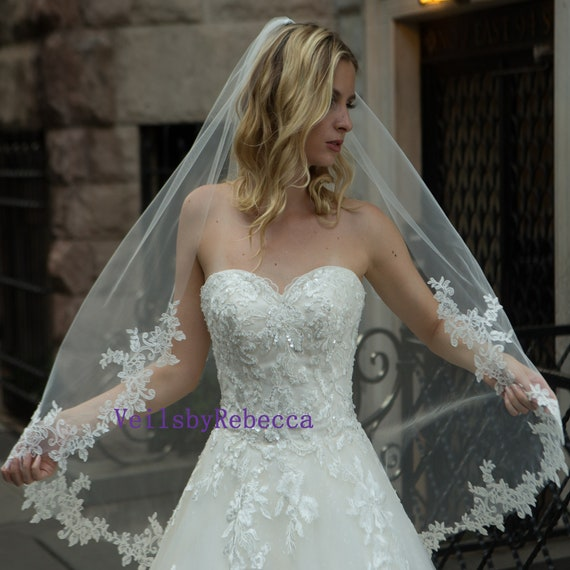Elbow length veil Applique veil Lace fingertip veil Ivory veil Ballet veil Short veil /'LEILA/' Lace veil Waltz veil Fingertip veil