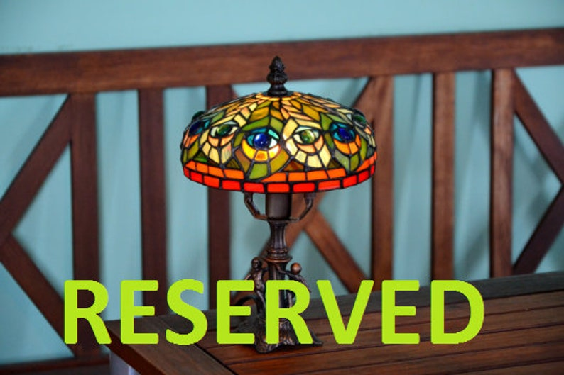 Antieke Tiffany Lampen : Peacock feather tiffany lamp bed lampen art nouveau stained etsy