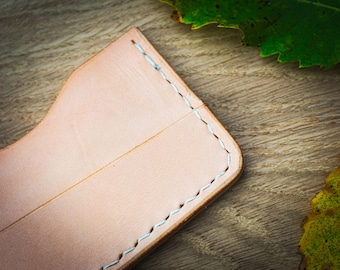 Minimalist slim wallet, wood and  leather. Raw wood oiled finish. Veg tanned leather.