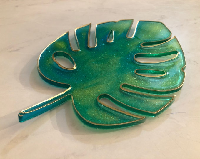 Split-leaf tray