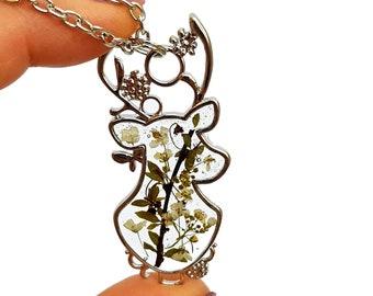 Deer necklace with pressed flower Antler Necklace Deer Gift Yellow flower deer Dry flower necklace Resin jewellery Doe necklace Horn pendant