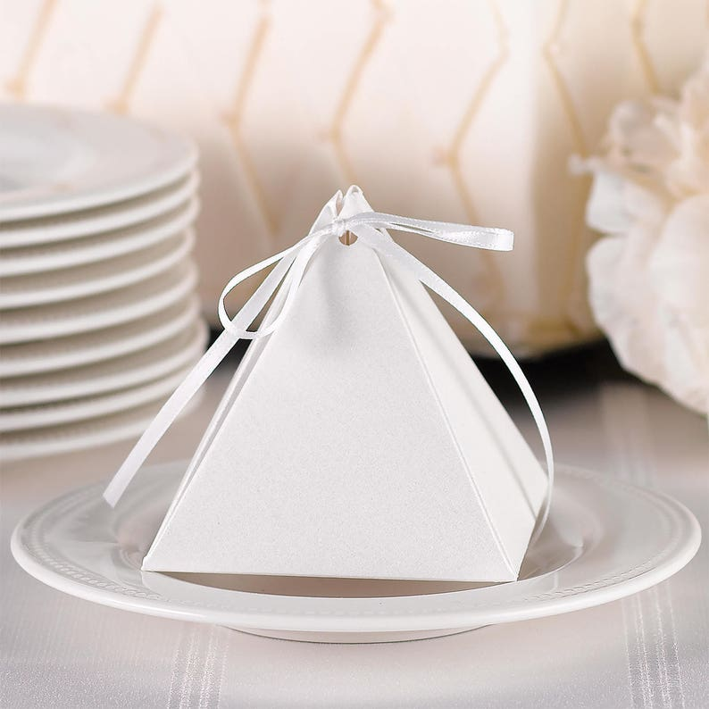 Favor Boxes / Pyramid Favor Box White Shimmer with Ribbon / image 0