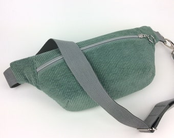 Hipbag Mio made of corduroy in Dusty Green