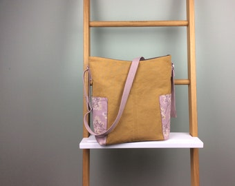 Shoulder bag in mustard yellow and pink