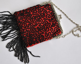 1920s style flapper evening bag in red and black