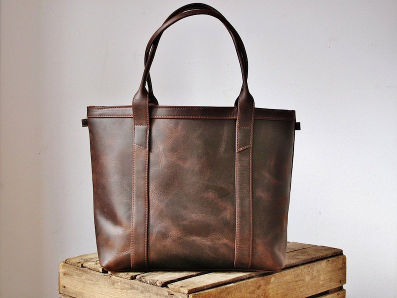 Brown leather tote with crossbody strap purse with zipper image 0