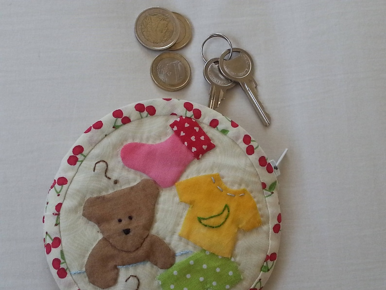 quilted coin purse with appliqu\u00e9d teddybear  quilted coin case with teddybear  round patchwork coin purse  coin case for kids with teddy