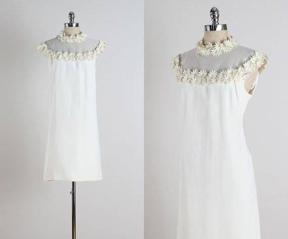Paquerette . Vintage 1960s daisy dress